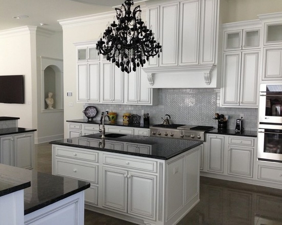 Black and White Transitional Kitchen